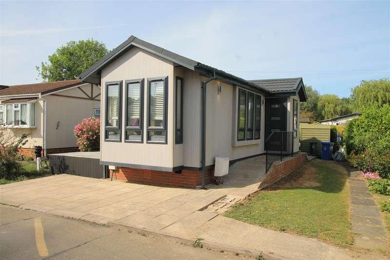 1 Bedroom Park Home Mobile Home for sale in Centre Road, Willows Riverside Park, Windsor