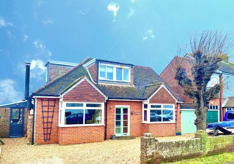4 Bedrooms Detached House for sale in Thorney Road, Emsworth, Hampshire, PO10
