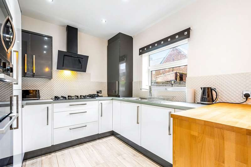 2 Bedrooms Semi Detached House for sale in Fern Street, Ramsbottom, Greater Manchester, BL0