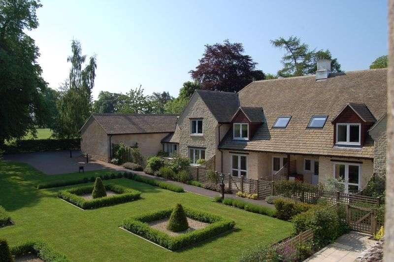 2 Bedrooms Property for sale in Stuart Court, Minchinhampton,