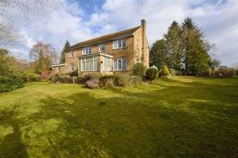 5 Bedrooms Detached House for sale in Abbey Close, Whitegate, Cheshire