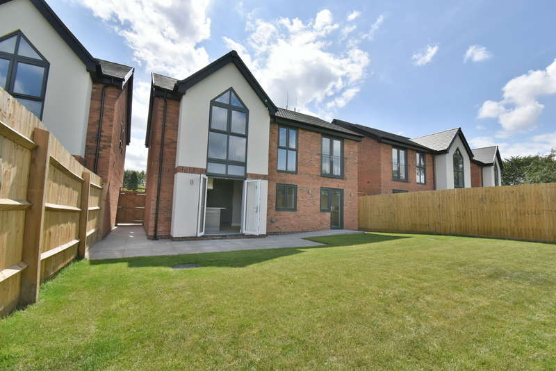 4 Bedrooms Detached House for sale in Meadow View Close, Oakfields, Hanbury