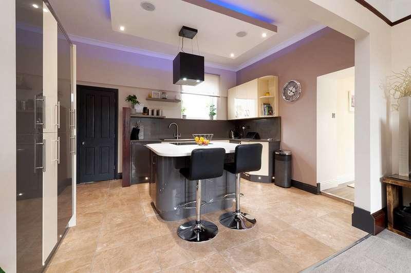 4 Bedrooms Detached House for sale in Portland Place, Lanark, South Lanarkshire, ML11 7LG