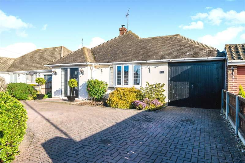 4 Bedrooms Detached Bungalow for sale in Dungannon Drive, Thorpe Bay, SS1
