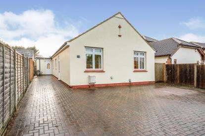 4 Bedrooms Bungalow for sale in Church Lane, Putnoe, Bedford, Bedfordshire