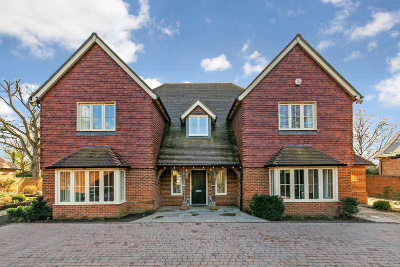 5 Bedrooms Detached House for sale in Fairfield Road, Shawford, Winchester, SO21