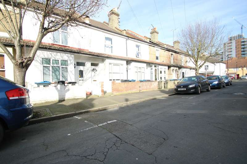 2 Bedrooms Terraced House for rent in Fawcett Road, Croydon, CR0