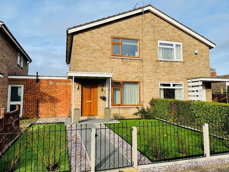 2 Bedrooms Semi Detached House for sale in Arden Walk, Bedford, MK41 0AX