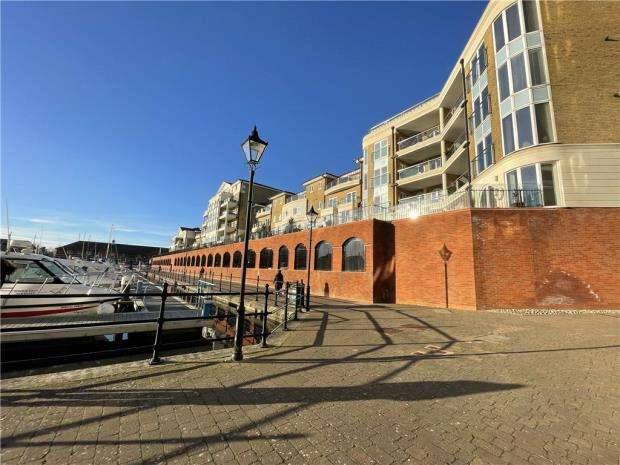 3 Bedrooms Apartment Flat for sale in Hamilton Quay, Eastbourne, East Sussex