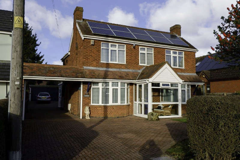 4 Bedrooms Detached House for sale in Knowle Hill, Hurley