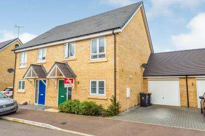 3 Bedrooms Semi Detached House for sale in Swales Drive, Leighton Buzzard, Beds, Bedfordshire
