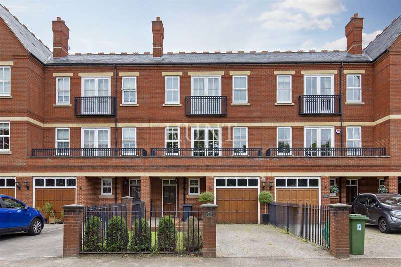 4 Bedrooms Town House for sale in Brandesbury Square, Woodford Green, Essex IG8