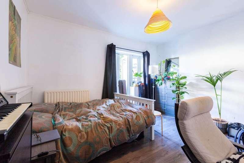 3 Bedrooms Flat for sale in Cephas Street, Stepney, E1