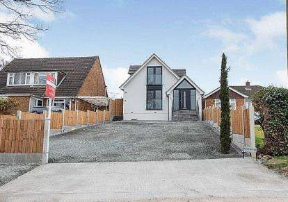 4 Bedrooms Bungalow for sale in Stapleford Abbotts, Romford, Havering