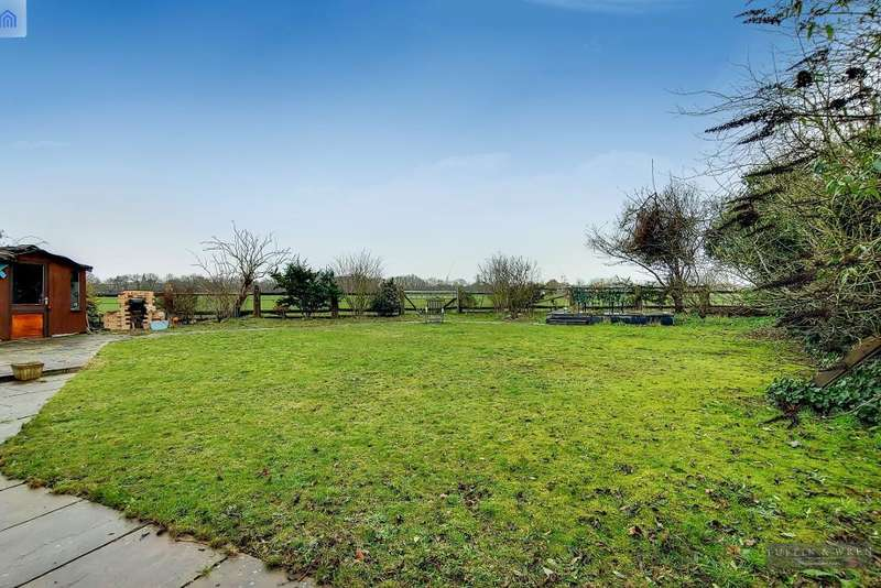 4 Bedrooms Semi Detached House for sale in Warren Farm, Windmill Lane, Southall, Middlesex, UB2 4NE