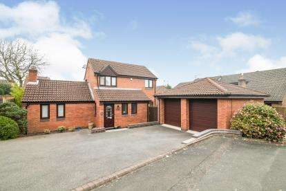 4 Bedrooms Detached House for sale in Tanwood Close, Callow Hill, Redditch, Worcestershire