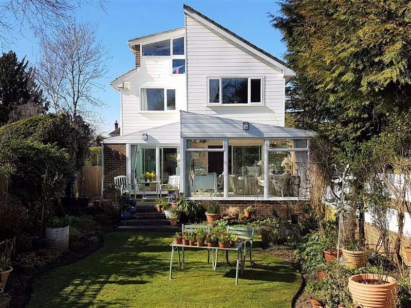 5 Bedrooms Detached House for sale in Scotts Lane, Bromley, BR2