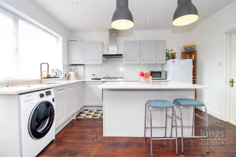 4 Bedrooms Terraced House for sale in Great Cambridge Road, London