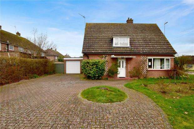 2 Bedrooms Detached Bungalow for sale in Waldegrave Close, Lawford, Manningtree