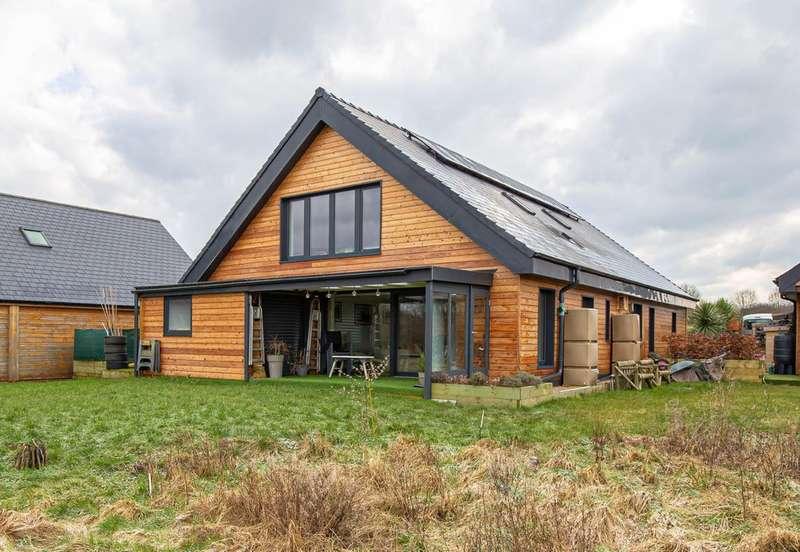 4 Bedrooms Detached House for sale in Woodbridge Park, Brinkworth