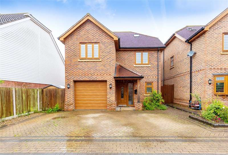 4 Bedrooms Detached House for sale in Silver Birch Mews, Upminster, RM14