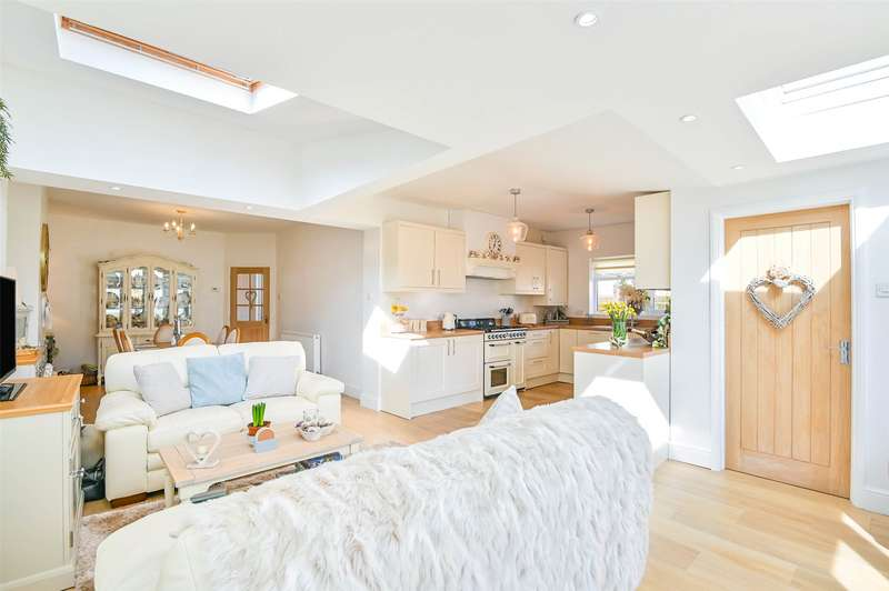 3 Bedrooms Semi Detached Bungalow for sale in Cleeve Park Road, Bristol, BS16
