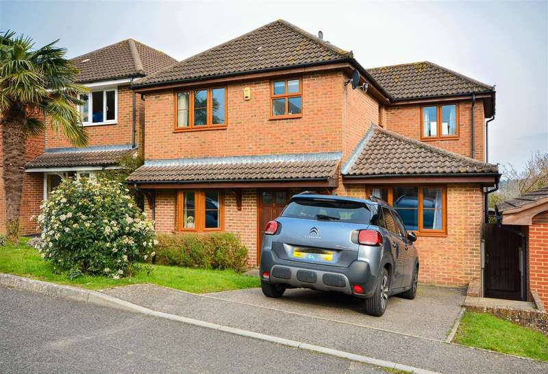 4 Bedrooms House for sale in Knights Meadow, Battle