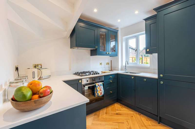 4 Bedrooms House for sale in Fulmer Road, Beckton, E16