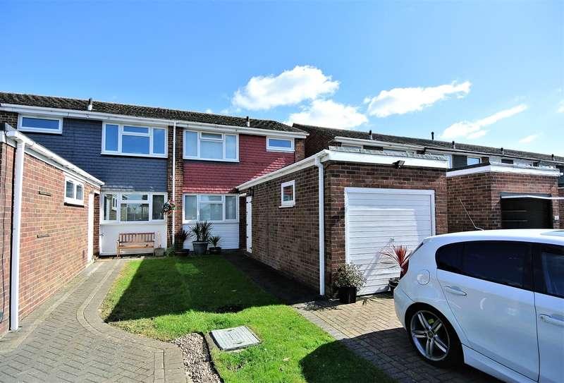 3 Bedrooms End Of Terrace House for sale in Hetherington Road, Shepperton, TW17