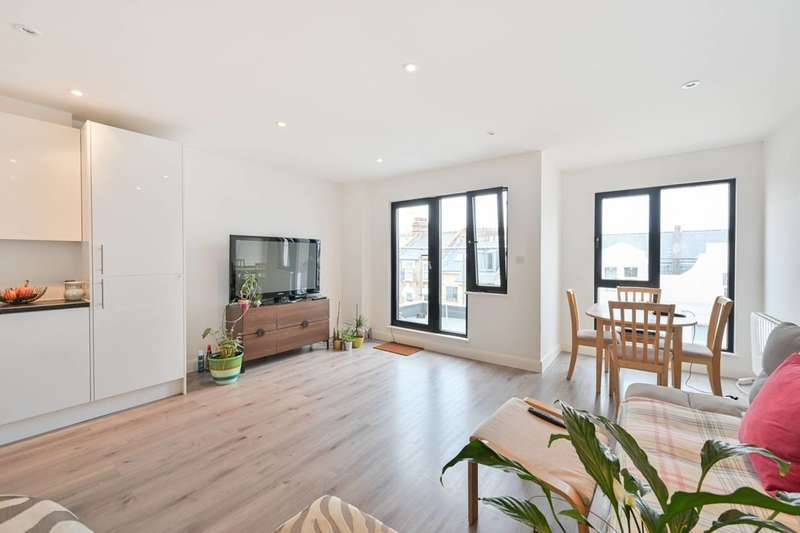2 Bedrooms Flat for sale in Cranbrook Mews, Walthamstow, E17