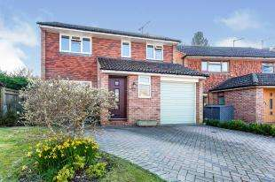 3 Bedrooms Detached House for sale in Lashmere, Crawley, West Sussex