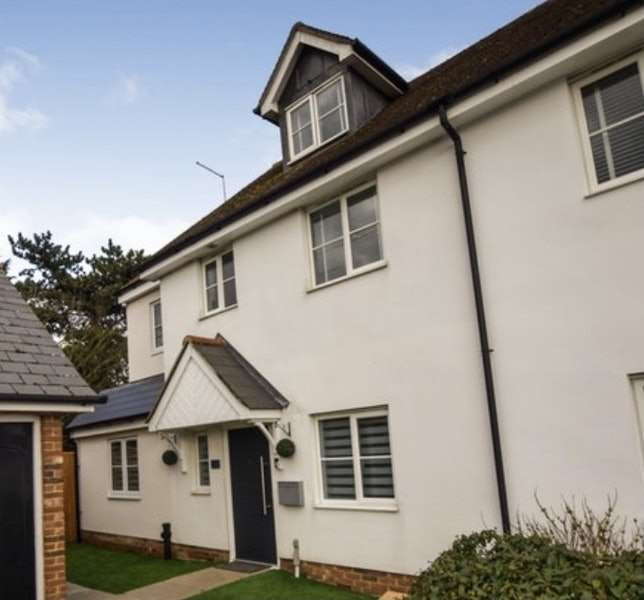 4 Bedrooms Semi Detached House for sale in Walter Mead Close, Ongar, Essex, CM5