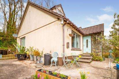3 Bedrooms Bungalow for sale in Gunnislake, Cornwall