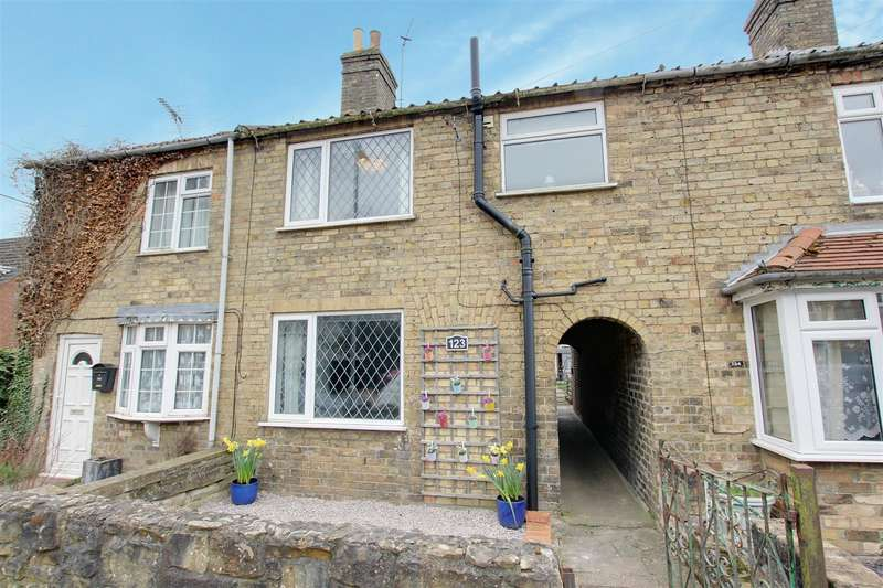 3 Bedrooms Terraced House for sale in Christopher Road, Alford