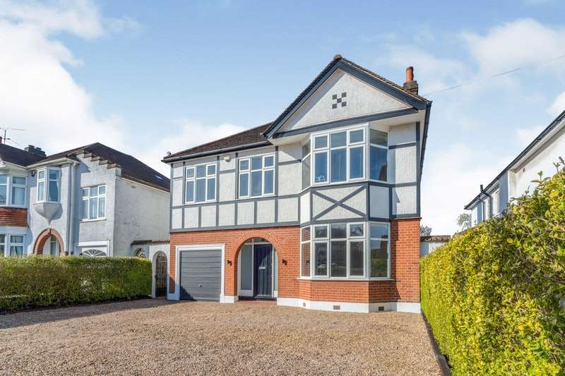 4 Bedrooms Detached House for sale in Coney Hill Road, West Wickham, Kent, BR4