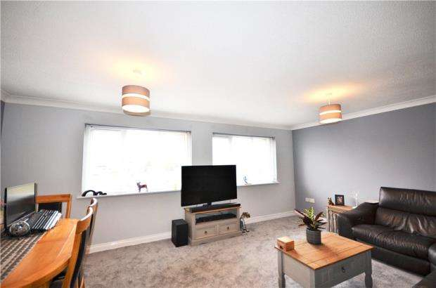 2 Bedrooms Maisonette Flat for sale in Courtney House, 109 Frimley Road, Camberley
