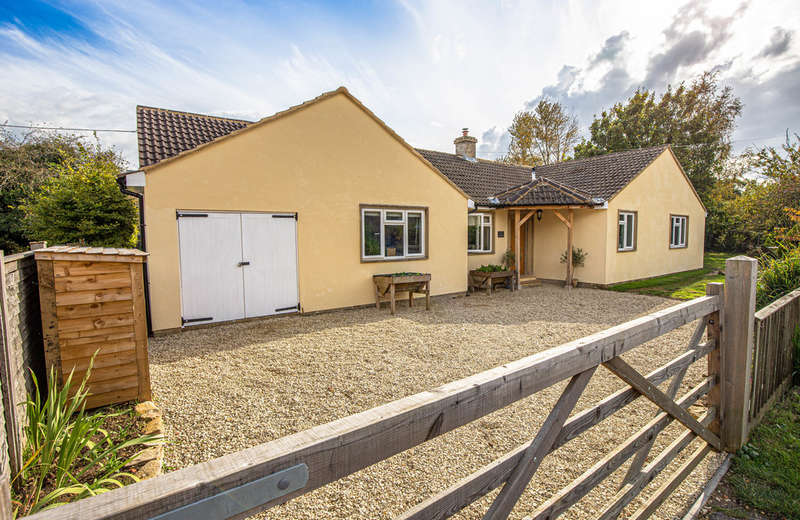 4 Bedrooms Detached House for sale in The Street, Lea