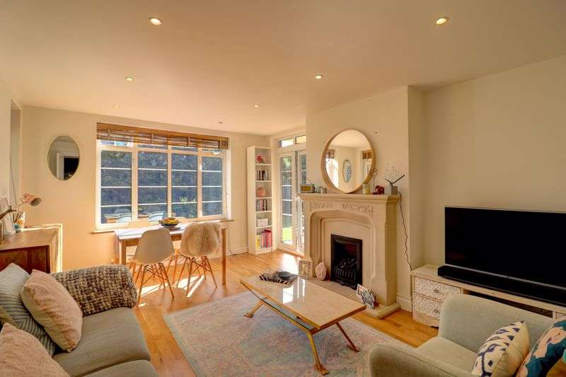 2 Bedrooms Property for sale in Wat Tyler Road, London