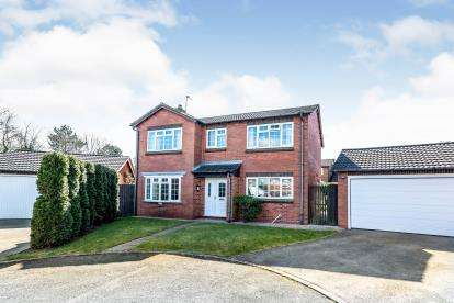 4 Bedrooms Detached House for sale in Willowsmere Drive, Boley Park, Lichfield, Staffordshire