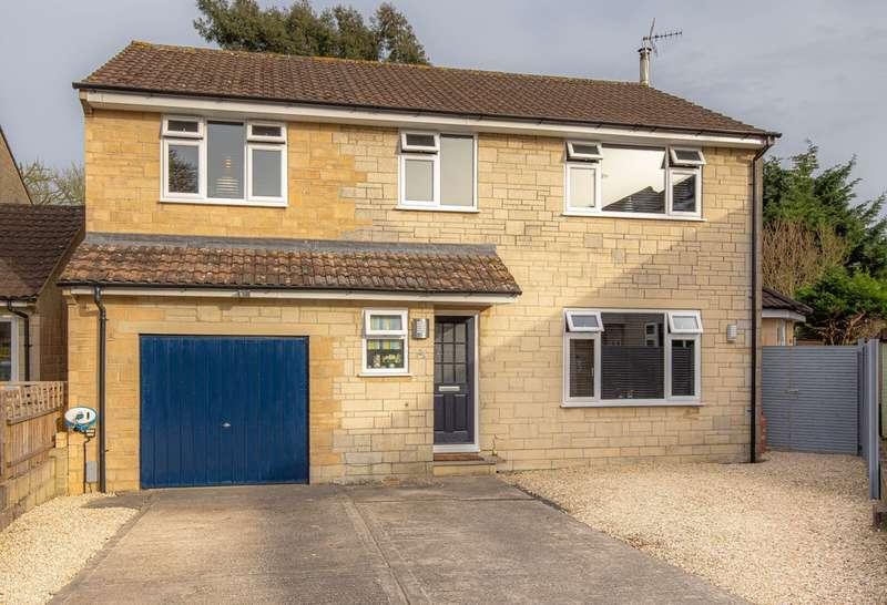 4 Bedrooms Detached House for sale in Pembroke Green, Lea