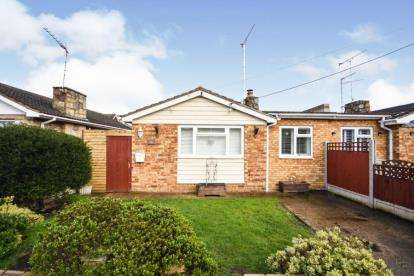 3 Bedrooms Bungalow for sale in Canvey Island, Essex, United Kingdom