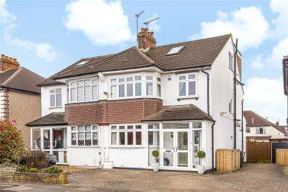 4 Bedrooms Semi Detached House for sale in Chessington Way, West Wickham