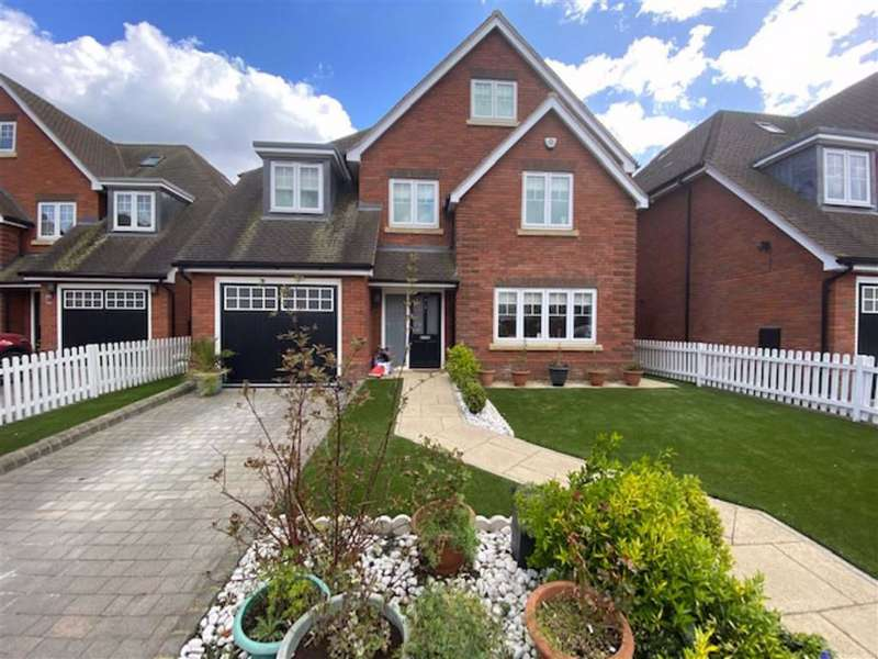 6 Bedrooms Detached House for sale in Old Dairy Grove, Norwood Green, Middlesex