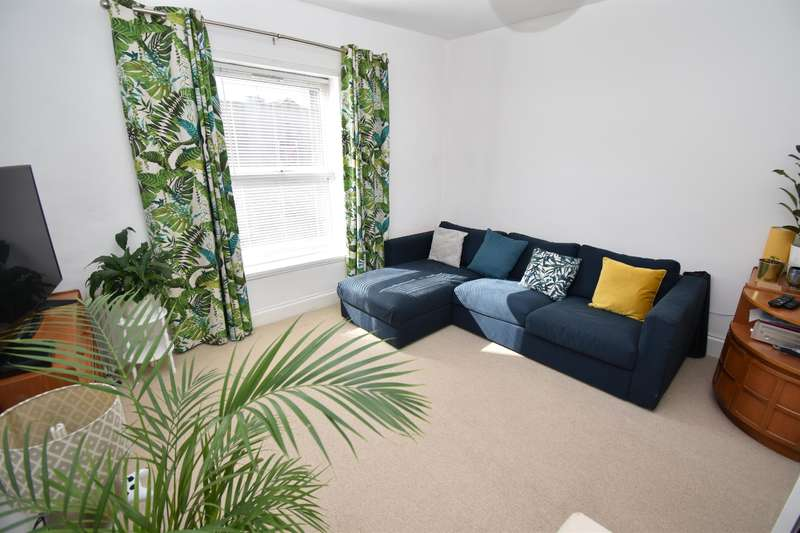 2 Bedrooms Maisonette Flat for sale in Two Mile Hill Road, Bristol, BS15 1BH