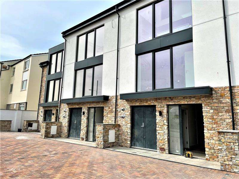 4 Bedrooms Terraced House for sale in Wheal Leisure, Perranporth, Cornwall, TR6