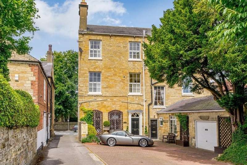 4 Bedrooms Town House for sale in High Street, Boston Spa, LS23
