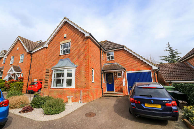 4 Bedrooms Detached House for sale in Little Grove Avenue, Hammond Street