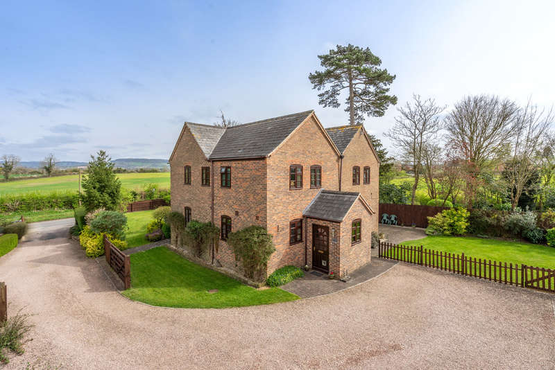 5 Bedrooms Detached House for sale in School Lane, Whitminster