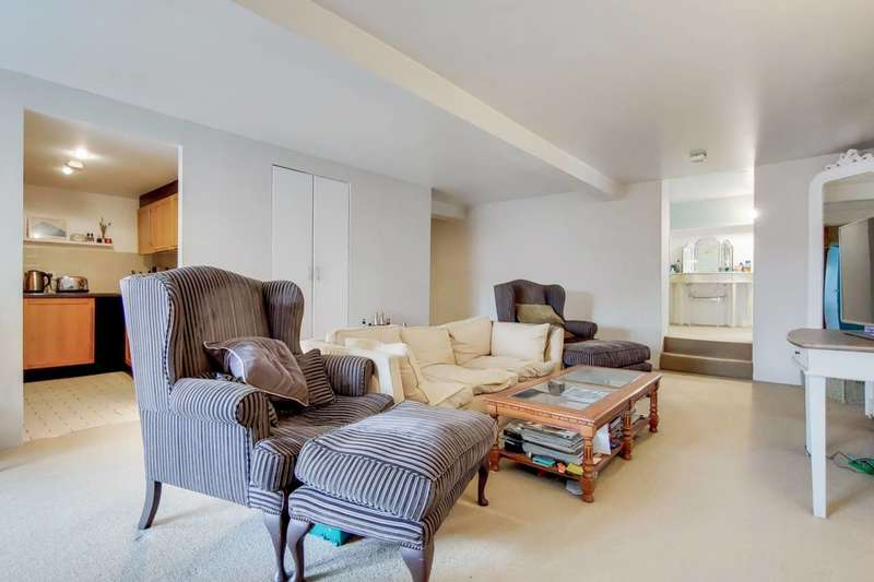3 Bedrooms Flat for sale in Cormont Road, Camberwell, SE5