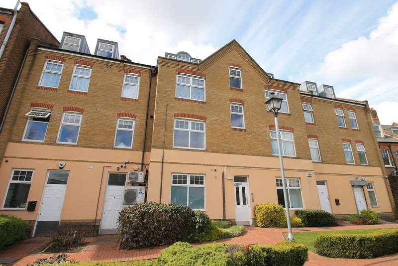 2 Bedrooms Flat for sale in Buttery Mews, London N14